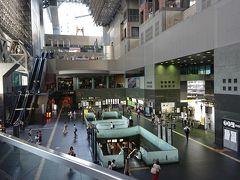 夕方5時頃の京都駅。  早朝5時頃のような人口密度。