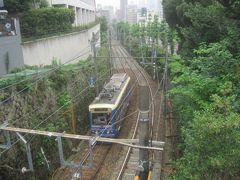 明治通りのすぐ隣には都電が走っています こちらは千登勢橋のお隣『小千登勢橋』の下を走ってます