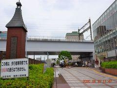 駅前の歩行者用歩道は『田端ふれあい橋』http://www.kanko.city.kita.tokyo.jp/spot/485-2/ 軍艦建造技術を活かした全溶接橋だそうで、歩道内には鉄道モニュメントが点在しています。