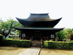 正福寺の地蔵堂は国宝に指定されています。 都内で国宝指定の建造物は赤坂の迎賓館と正福寺のみ。 地蔵堂は、北条時宗が罹病した際に夢中で地蔵菩薩より貰った丸薬により快癒したことから、時宗の寄進により建立したといわれています。 1407年の建立の当時の姿をそのまま残していますが、 本堂他は再建のものです。