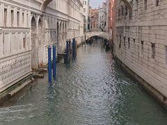 ため息橋  ヴェネツィアの中でも超有名な写真スポットです。 ため息をつきながら橋を渡ったことからついた名前です。