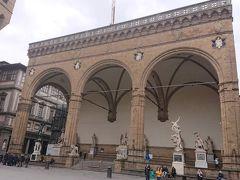 シニョーリア広場  ヴェッキオ宮殿の前に広がる広場です。