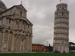 ピサの斜塔とドゥオーモ 周りの建物よりも遙かに大きい 中世の繁栄ぶりが伺えます。