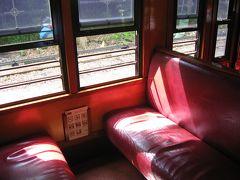 こちらがキュランダ鉄道の普通客車の座席 普通客車とは言いますが、日本の鉄道の古い車両のようにふかふかの座席で快適に過ごすことができます。 ※2017年撮影