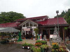 ここで雨が激しくなりました。 走って駅内の直売所へ。