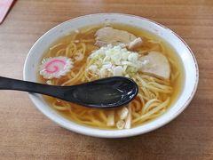 オーダーしたのは「中華そば」550円 太麺で知られる喜多方ラーメンの中でも、とくに極太の手打ち麺で知られる当店 では、いただきま~す!\(^o^)/ 透明なスープはコクがあり、モチっとした太麺によく合います。 バラ肉を使ったチャーシューもいい味出してます。 毎日でも食べられそう! うん、うまか~(*´▽`*) ごちそうさまでした~