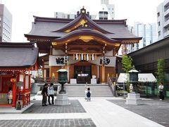 駅を出てすぐの場所に、安産祈願で有名な「水天宮」☆  福岡県久留米市の「久留米水天宮」の分社で、とても現代建築な建物です☆ もちろん、安産祈願だけではなく、普通に参拝に訪れても問題ないです。笑 訪れただけで絶対に産まないとダメとか、そういうわけではないです。笑