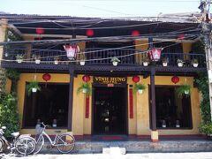 ビンフン ヘリテージホテルに到着です♪  初日に場所をチェックしておいたので、迷わず辿り着きました。  ここは仲良くさせて頂いているトラベラーのるなさんが泊まっていらしたホテル。 とっても素敵で、ホイアンに来るときは絶対泊まろうと決めていました!  ★Vinh Hung Heritage Hotel http://www.vinhhungheritagehotel.com/
