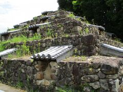 わー着いた着いた、奈良のピラミッド。 首塚じゃなくて、僧侶のお墓だったみたいです。