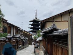 清水坂、産寧坂、二寧坂を経て、八坂の塔が見えてきました。 週末の午前中の様子です。