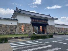 田辺城跡(舞鶴公園)。石田三成方が大軍で攻め込み、「関が原の合戦」の前哨戦になった舞台として有名な田辺城。現在は公園になっています。