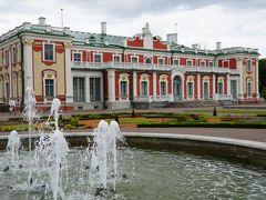 タリン からトラムでガドリオク宮殿を訪れる。