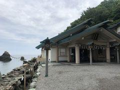 さすが海の前にある神社で(津波・高潮対策で)頑丈にコンクリート造りです。