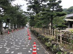 きれいに整備された海岸沿いの道を歩きます。