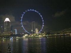 シンガポールフライヤーの夜景を撮って私のシンガポール旅行もお終いです。いい旅になりました。