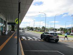 9時45分頃、ケアンズ国際空港第1ターミナル(国際線ターミナル)に到着しました。