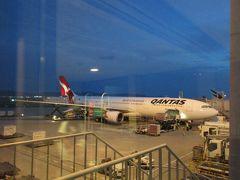 降機時に撮影した、カンタス航空のA330-300。 ジェットスターの親会社であるカンタス航空はシドニー~大阪線を運航しており、今後機会があればこちらも利用してみたいです。