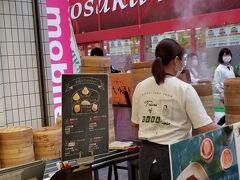商店街をぶらぶらしてると 新しくできた小籠包屋さんが気になって入ることに 調べてみたら 「台湾タンパオ 天五店」さんと言うのですね