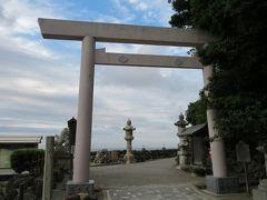 明日は雨の天気予報、とりあえず今日のうちに観光しましょう ここは清らかな渚とされ、古来より伊勢神宮を参拝する人はその前に二見が浦で禊を行って、身を清めたといいます。
