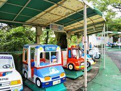 小田原城址公園内には、レトロな小さな遊園地があるのです。 昭和にタイムスリップしたかのような、遊具にほっこりしました。