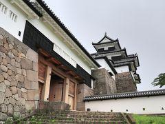 平成3年(1991年)に木造復元された「三重櫓」