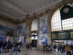 サンベント駅 人の出入りが多く、日常的に使われています。邪魔にならないように、隅で立ち止まって眺めました。