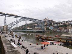 かなり階段を下り、たどり着いた先はドゥエロ川。 ドン・ルイス1世橋の迫力に圧倒されます。