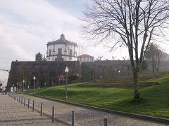 かなりの急勾配でした。とても疲れました。  なんとかたどり着いた高台は、セーラ・ド・ピラール修道院が目印です。