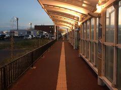 米子空港の駅。およそ空港の駅とは思えない寂しい駅です。
