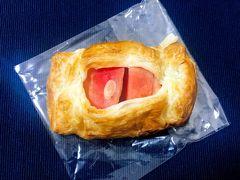 「はまなる」のアップルパイ。 りんごが赤くてかわいい。 りんごのしたにカスタードクリームが隠れています。  こちらもかなり好み!