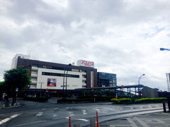 青森市から車で1時間ほど、弘前到着。 途中岩木山が見えないかな~と思いましたが、この日は天気が悪く裾野がうっすら見えただけ…。