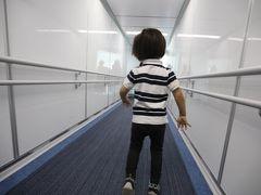 我が子、3度目の沖縄! ルネッサンスまではリムジンバスで。