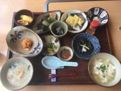 ルネッサンスのレストランの中では、彩が一番落ち着きます。 1日30食限定 琉球朝食 フーチバー(よもぎ)ジューシーおいしい! あんだんすー(油みそ)、ドゥルワカシー(田芋のねっとりしたの)もおいしい!