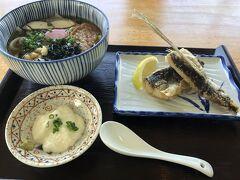 大阪からの使用機到着遅れで出発遅延に。 屋久島空港のレストランで昼食を。 屋久島は飛魚が有名らしい。