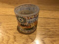 アルハンブラ宮殿の土産店で購入したミニグラス。 こちらも旅の記念です。