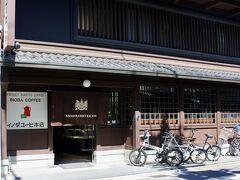 京都に着いて最初にやって来たのは 「イノダ珈琲本店」 ここもこれまでにない体験。 オープンして間もない時間でしたが 誰も待っているお客さまはおらず テーブルに案内してもらいました。  うれしくもあり少し淋しいような 複雑な心境でした。
