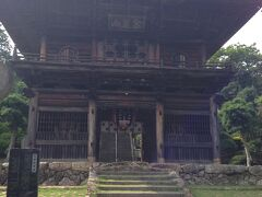 聖天院は武蔵野33観音霊場の26番納経所です。 日高市の初観音霊場が聖天院にお参りです。 高麗山聖天院 山門(風神雷神門)は無料です。