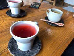 青瓦台まで抜けて、妻の希望で三清堂にある伝統茶のお店へ。
