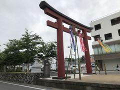 JR鎌倉駅を出てすぐ、鶴岡八幡宮 二の鳥居。