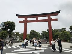 段葛を歩いて、鶴岡八幡宮 三の鳥居。ここからは、金沢街道に沿って、名所めぐりです。