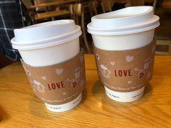 いろいろ歩き回ったのでコーヒーで一息。雰囲気のいいお店でした。こちらもガラガラ。