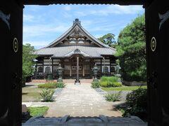 人形博物館前の路地を入った突き当りに建つ大龍寺。 岩槻藩主・青山忠俊によって開基された寺です。大通りから離れたところに建っているので、静かで落ち着きが感じられました。