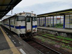 指宿駅で乗り換え。先頭車がキハ47 8055、後ろの車両がキハ147 1055でした。