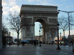 凱旋門もエッフェル塔から歩いて行ける距離。