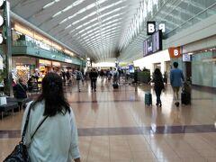 2020年6月19日(金)  10時過ぎの羽田空港 解禁されたとはいえ人影はまばらです