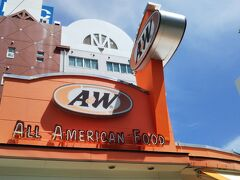 レンタカー屋さん近くのA&Wで昼食、初訪問です