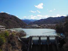 殿坂口より歩く事8分で高遠ダムに到着。 ダム奥にある高遠湖は、ダム湖百選(そんなのあるんか?)に選出されているそうです。