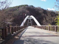 前の画像はダムにかかるこの白山橋より撮影。時々工事や地元の車が通るのみで、人は全くいません。
