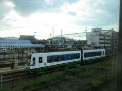 敦賀から北陸本線の普通福井行きに乗り換え、さらに北上します。 途中の武生駅では、福井鉄道福武線の路面電車を見かけました。 こちらは翌日のお楽しみに取っておきます。