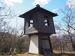 本丸内に建てられてたこの太鼓櫓は、江戸時代に時を告げる太鼓用に建てられたもので、搦手門付近にあったものを明治時代になってここに移設したもの。戦争中の昭和十八年まで使用していたようです。